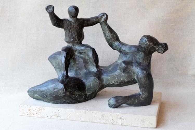 Maternidad con el niño en la rodilla - Joaquín García Donaire - Escultor
