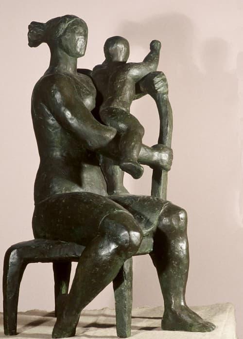 Esculturas de Joaquín García Donaire - Maternidad sentada